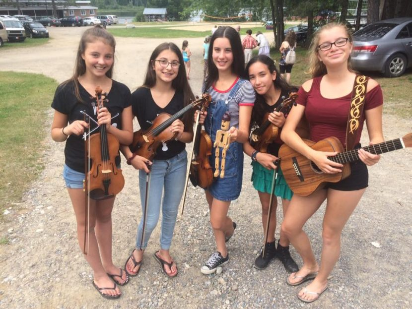 Five youg musicians at the Camp Violon Trad Québec 2017